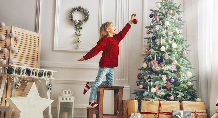 Christmas wall stickers – decorating with a difference this Christmas!